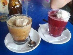Granita de cafè i de fruites del bosc amb nata