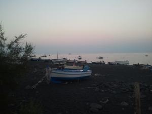 El sol s'amaga a Stromboli