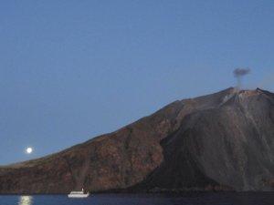 Veient fumejar el volcà