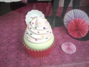 Cupcake gegant en una botiga de roba interior