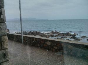 Feia un dia ideal per observar el mar... des de la finestra