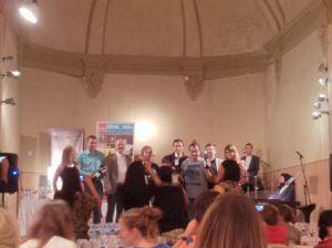 Foto de grup: sommelier, músics i representats de les bodegues protagonistes