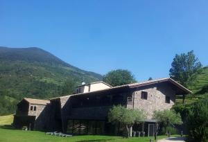 El preciós entorn d'aquest modern hotel rural